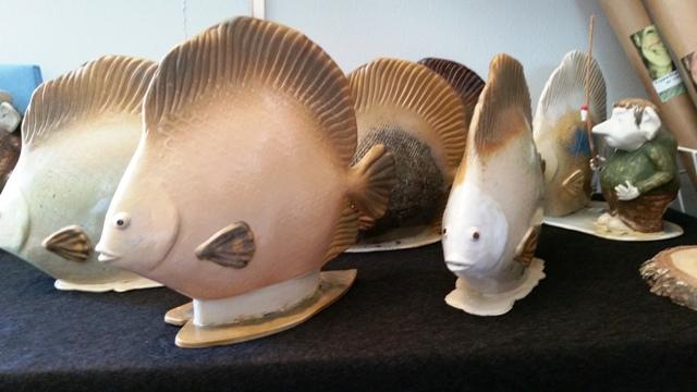 Kulturglimtar fiskar i keramik förminskad