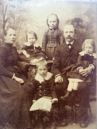 John-Andersson-med-familj-ca-1889-Kopparberg